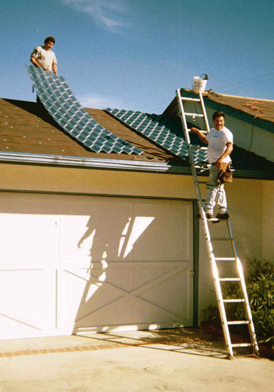 Men roofing
